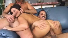 Hot slut takes on two peckers and gives them a fantastic ride