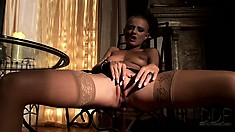 Short-haired babe in stockings is really motivated to make herself cum