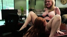 Naked hussy with beautiful body shows her cunt to hungry blonde